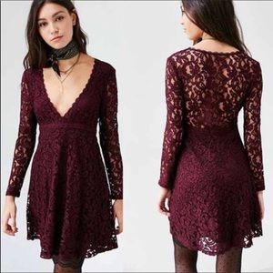 Wine Lace Plunge Long Sleeve Dress Size 4 Kimchi B
